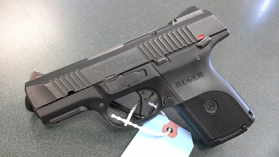 Ruger SR9C w 3 mags